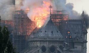 Παναγία των Παρισίων LIVE: Στις φλόγες ο ναός – Παγκόσμιο ΣΟΚ από την ανυπολόγιστη καταστροφή