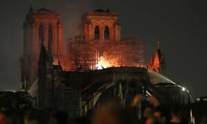 Παναγία των Παρισίων: Σοκαρισμένοι οι Βρετανοί για τη φωτιά στη Νοτρ Νταμ