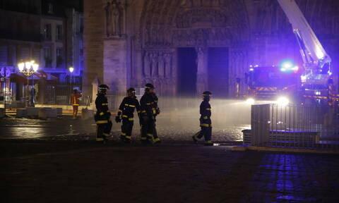 Φωτιά στην Παναγία των Παρισίων: Υπό έλεγχο η καταστροφική πυρκαγιά