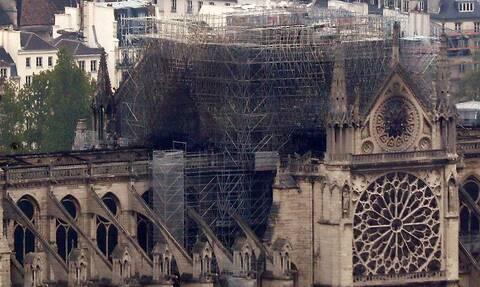 Παναγία των Παρισίων: Βραχυκύκλωμα σε ανελκυστήρες προκάλεσε τη φωτιά; (pics+vids)