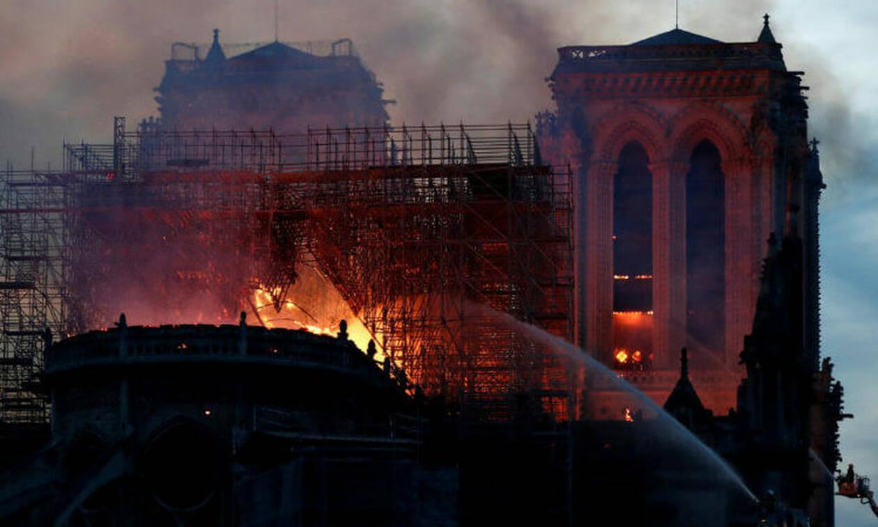 Παναγία των Παρισίων: «Είδα το Χριστό στις φλόγες» - Δείτε τη φωτογραφία