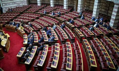 Βουλή LIVE: Η συζήτηση για τις γερμανικές αποζημιώσεις