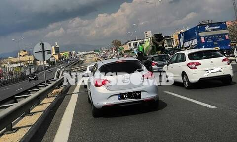 Κίνηση στους δρόμους: Απίστευτο μποτιλιάρισμα από τις ισχυρές καταιγίδες