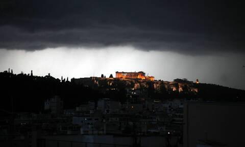 Έπεσε κεραυνός στην Ακρόπολη - Τέσσερις τραυματίες