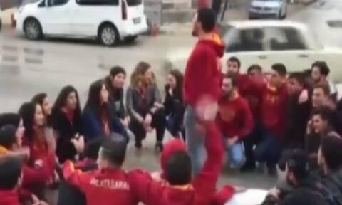 Σοκαριστικό βίντεο: Αυτοκίνητο παρέσυρε οπαδούς της Γαλατασαράι