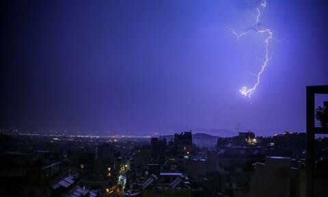 Ζερεφός στο Newsbomb.gr: Έκρηξη χωρίς βόμβα οι κεραυνοί - Αυξημένος κίνδυνος σε θερμικές καταιγίδες