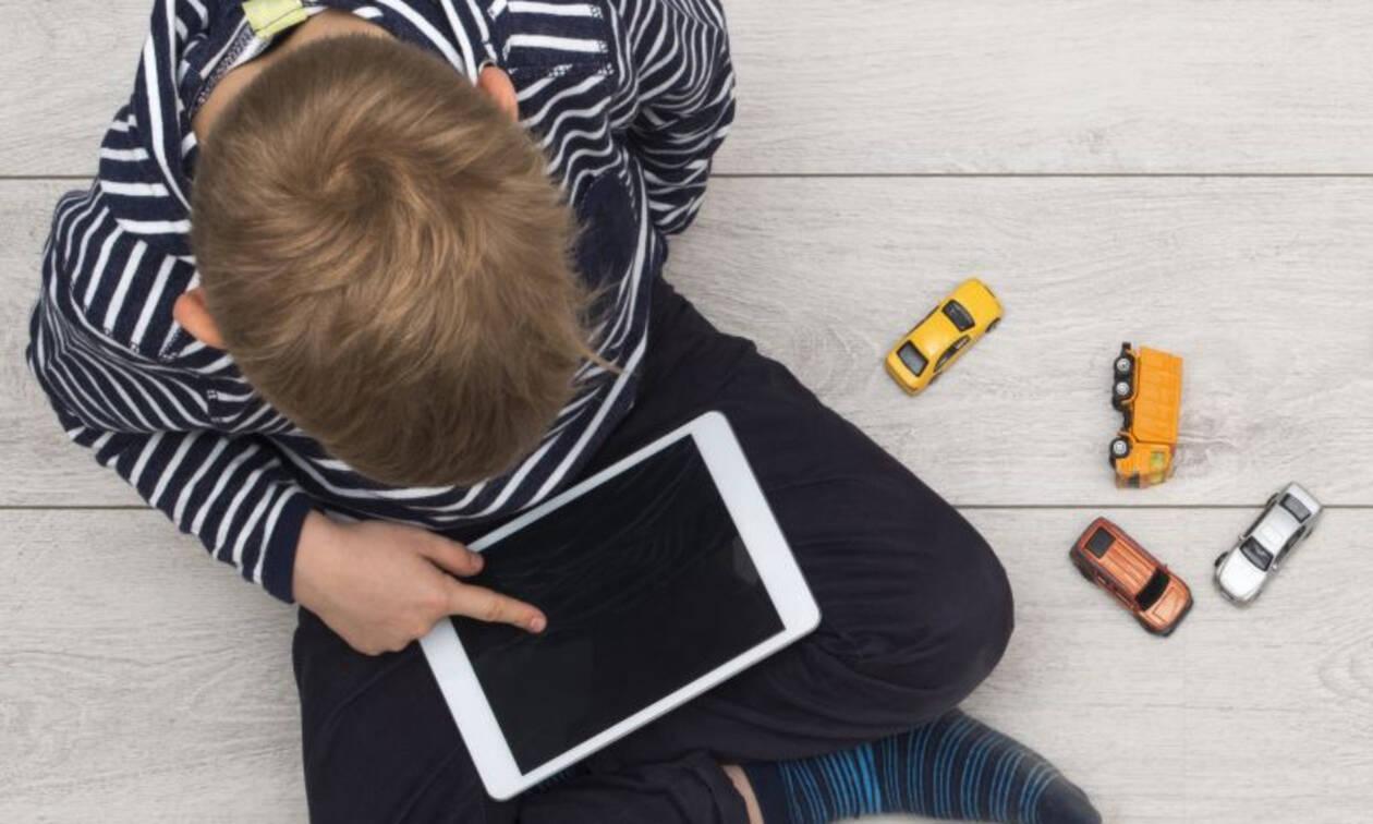 Οθόνες & διάσπαση προσοχής στα παιδιά: Τα επικίνδυνα χρονικά όρια