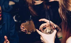 Γιατί ξυπνάς ιδρωμένη εάν το προηγούμενο βράδυ έχεις πιεί πολύ;
