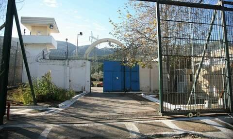 Οπλοστάσιο αποκάλυψε η έρευνα των αστυνομικών στις φυλακές Αυλώνα (pics)