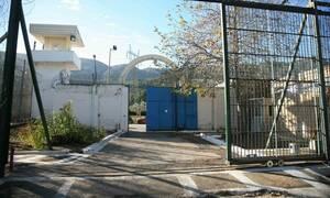 Οπλοστάσιο αποκάλυψε η έρευνα των αστυνομικών στις φυλακές Αυλώνα
