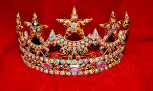 ΣΟΚ: Πρώην βασίλισσα ομορφιάς βρέθηκε νεκρή στο σπίτι της (pics)