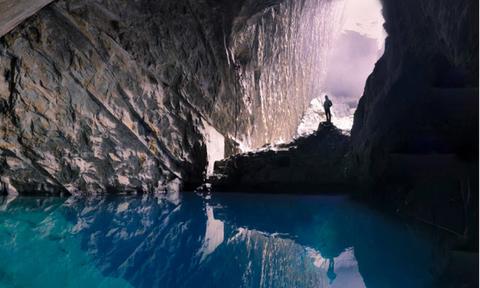 Μπήκε στο «σπήλαιο των χαμένων ψυχών» και «πάγωσε» με ΑΥΤΑ που βρήκε