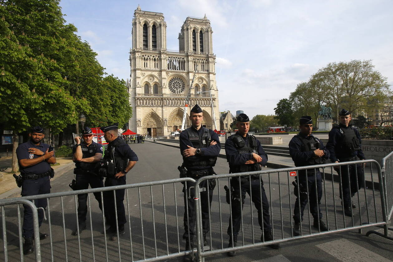 Γαλλία: Απαγορεύουν τις διαδηλώσεις των «κίτρινων γιλέκων» στην Παναγία των Παρισίων