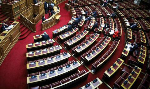 Βουλή LIVE: Ψηφίζει η ολομέλεια για την άρση βουλευτικής ασυλίας Λοβέρδου – Σαλμά – Φωκά