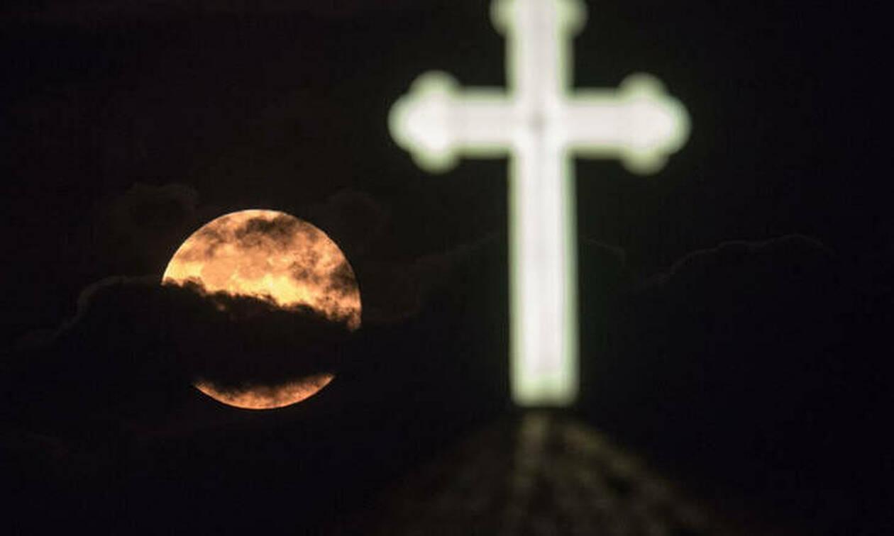 Ροζ πανσέληνος: Απόψε το εντυπωσιακό φαινόμενο - Τι συμβολίζει (pics)