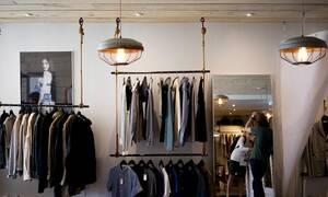 Πότε ξεκινούν οι ενδιάμεσες εκπτώσεις: Ανοιχτά την Κυριακή τα καταστήματα