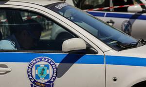 Συναγερμός στη Βούλα: Ομάδα νεαρών επιτέθηκε σε αστυνομικούς - Δύο συλλήψεις