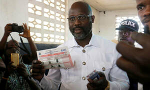 Τρόμος για τον Πρόεδρο της Λιβερίας: Εγκατέλειψε εσπευσμένα το γραφείο του - Δείτε γιατί