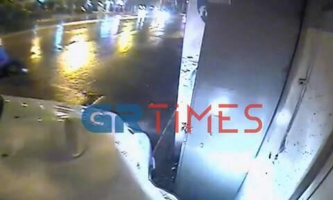 Θεσσαλονίκη: Περιπολικό έπεσε πάνω σε περίπτερο - Η «Οδύσσεια» του ιδιοκτήτη για την αποζημίωση(vid)