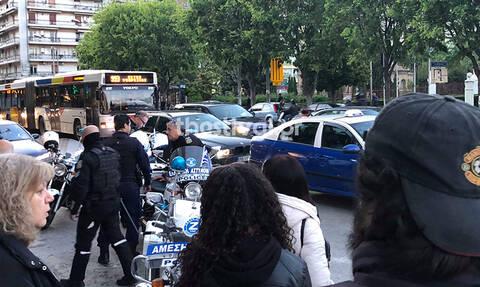 Θεσσαλονίκη: Πρωτοφανές περιστατικό-Πέταξε τη γυναίκα του από το αυτοκίνητο μπροστά στα παιδιά τους