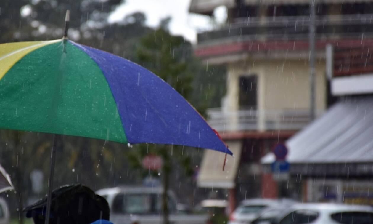 Καιρός: Ανεβαίνει η θερμοκρασία την Κυριακή (21/04) - Πού θα χρειαστείτε ομπρέλα