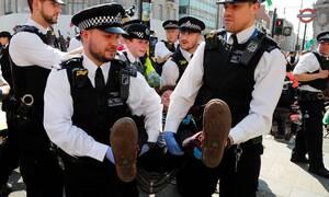 Βρετανία: Περισσότεροι από 750 ακτιβιστές έχουν συλληφθεί για αποκλεισμούς δρόμων