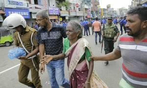 Εκατόμβη νεκρών στη Σρι Λάνκα: 156 οι νεκροί από το μπαράζ βομβιστικών επιθέσεων (pics+vid)