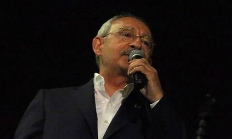 Τουρκία: Εξαγριωμένο πλήθος «όρμησε» στον Κιλιτσντάρογλου (vid)