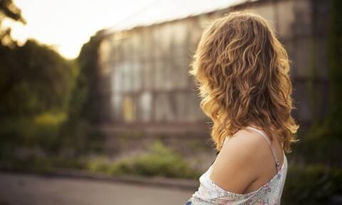Ξηρό σαμπουάν: 3 λάθη που πρέπει να σταματήσεις να κάνεις