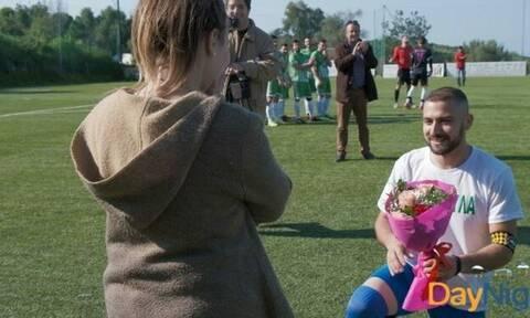 Την τρέλανε! Επική πρόταση γάμου σε ποδοσφαιρικό αγώνα της Κρήτης!