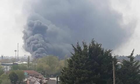 Συναγερμός στη Βρετανία: Πανικός από αλλεπάλληλες εκρήξεις (pics+vid)