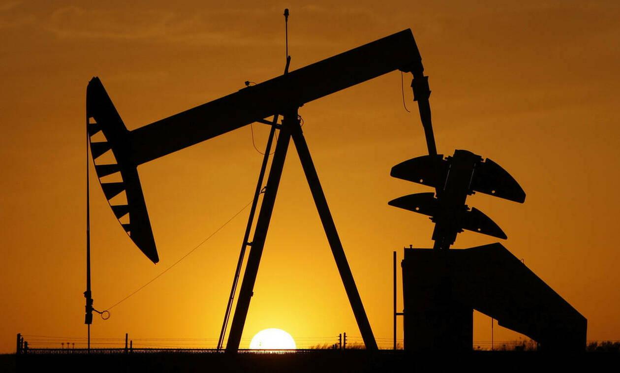 Μικτή εικόνα στη Wall Street - «Άλμα» 2,7% και ρεκόρ εξαμήνου στην τιμή του πετρελαίου
