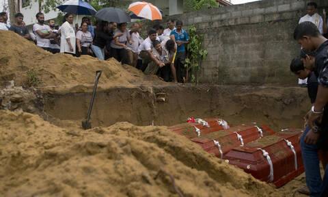 Θρήνος στη Σρι Λάνκα: Στους 310 οι νεκροί από τις βομβιστικές επιθέσεις