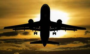 Θρίλερ σε πτήση: Μυστηριώδης ασθένεια έστειλε 13 μαθητές στο νοσοκομείο (pics)