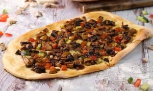 Η συνταγή της ημέρας: Λαχματζούν με μανιτάρια