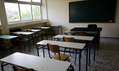 Κρήτη: Μαθητής Λυκείου πήγε σχολείο με πολυτελές ΙΧ -Πάρκαρε, μπήκε και κοιμήθηκε