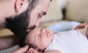 Γιατί ένας μπαμπάς με γενειάδα δεν πρέπει να φιλάει το νεογέννητο