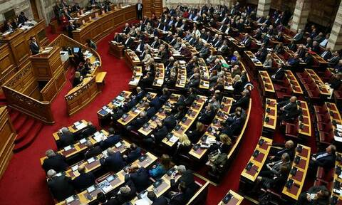 Βουλή LIVE: Ψηφίζεται το νομοσχέδιο για την Παιδεία