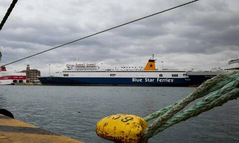 'Superferry' returns to Rafina port after main engine breaks down