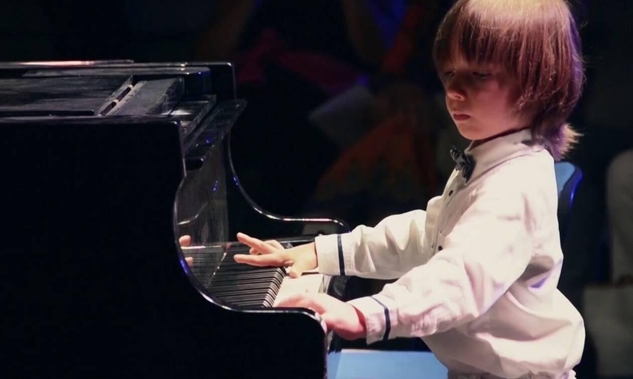 Ο Στέλιος Κερασίδης είναι ο νεότερος Έλληνας που έχει δώσει συναυλία στη Νέα Υόρκη- Δε φαντάζεστε πό