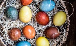 Πώς θα βγάλεις την βαφή αυγών από τα χέρια ή τα ρούχα σου