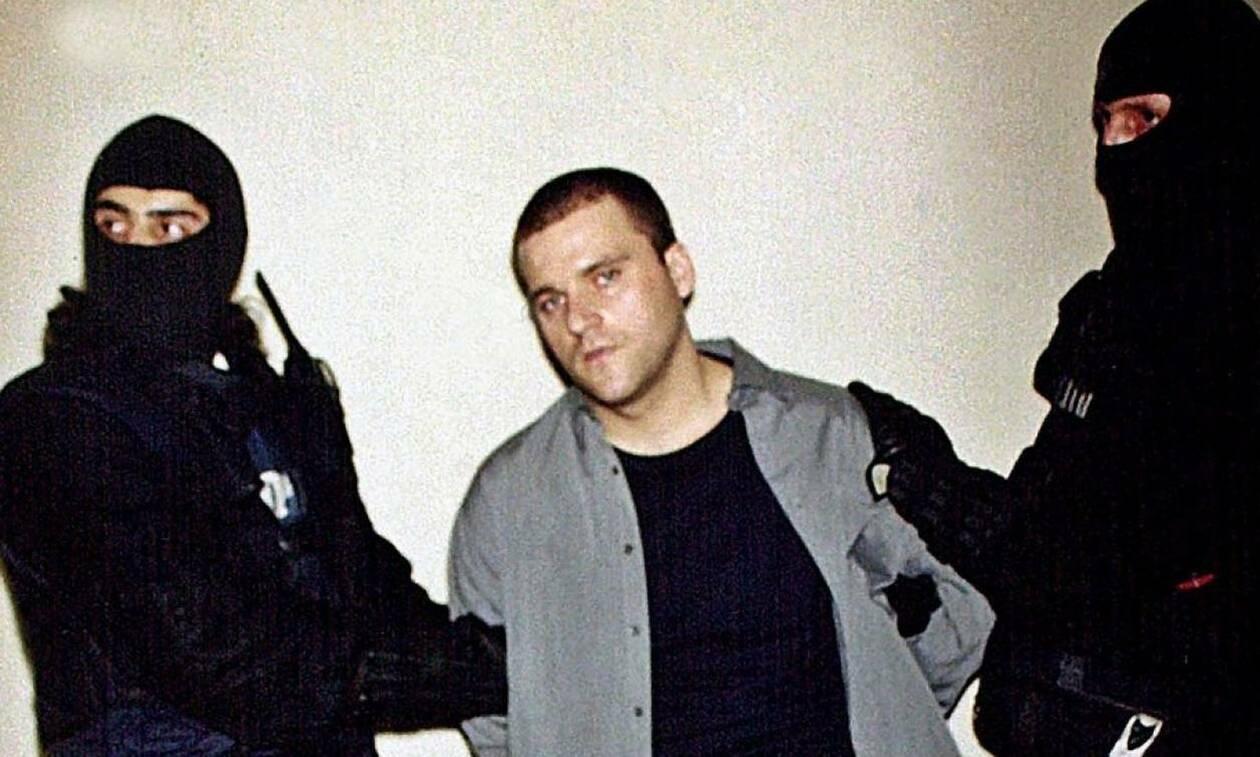 Δίκη Πάσσαρη: Έτσι σκότωσε τους δύο αστυνομικούς - Πώς έλυσε τις χειροπέδες και πού βρήκε το όπλο