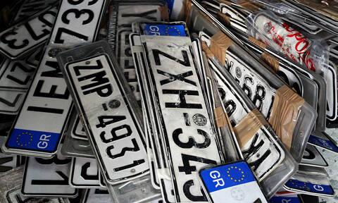 Ο δήμος Αθηναίων επιστρέφει τις πινακίδες αυτοκινήτων