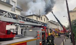 Φωτιά στις Βερσαλλίες: Οι πρώτες εικόνες από το σημείο (pics+vids)