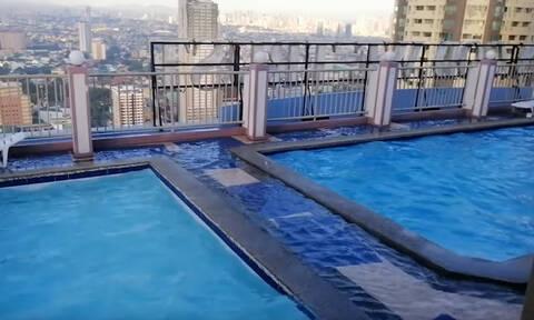 Εντυπωσιακό: Ο ουρανοξύστης έγινε… καταρράκτης την ώρα του σεισμού στις Φιλιππίνες! (vid)