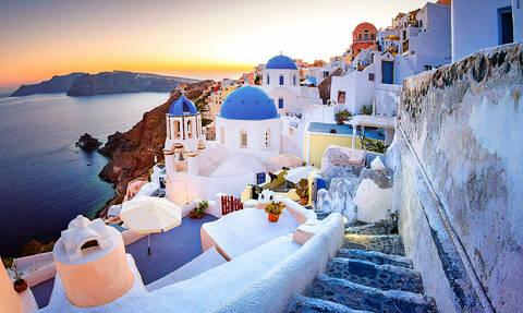 Санторини вошел в рейтинг самых посещаемых туристами мест мира