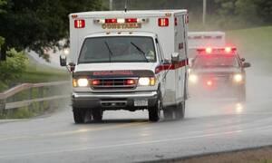 Ασθενοφόρο έπεσε με τόση δύναμη σε λακούβα, που ο ασθενής επανήλθε από το καρδιακό σοκ! (photo)