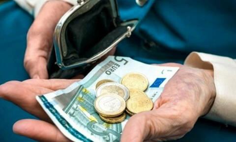 ΕΦΚΑ: Πότε θα πληρωθούν οι συνταξιούχοι που βρήκαν λιγότερα χρήματα στους λογαριασμούς τους