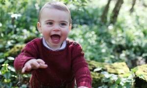 Ο Prince Louis έγινε ενός και φωτογραφήθηκε από τη μητέρα του