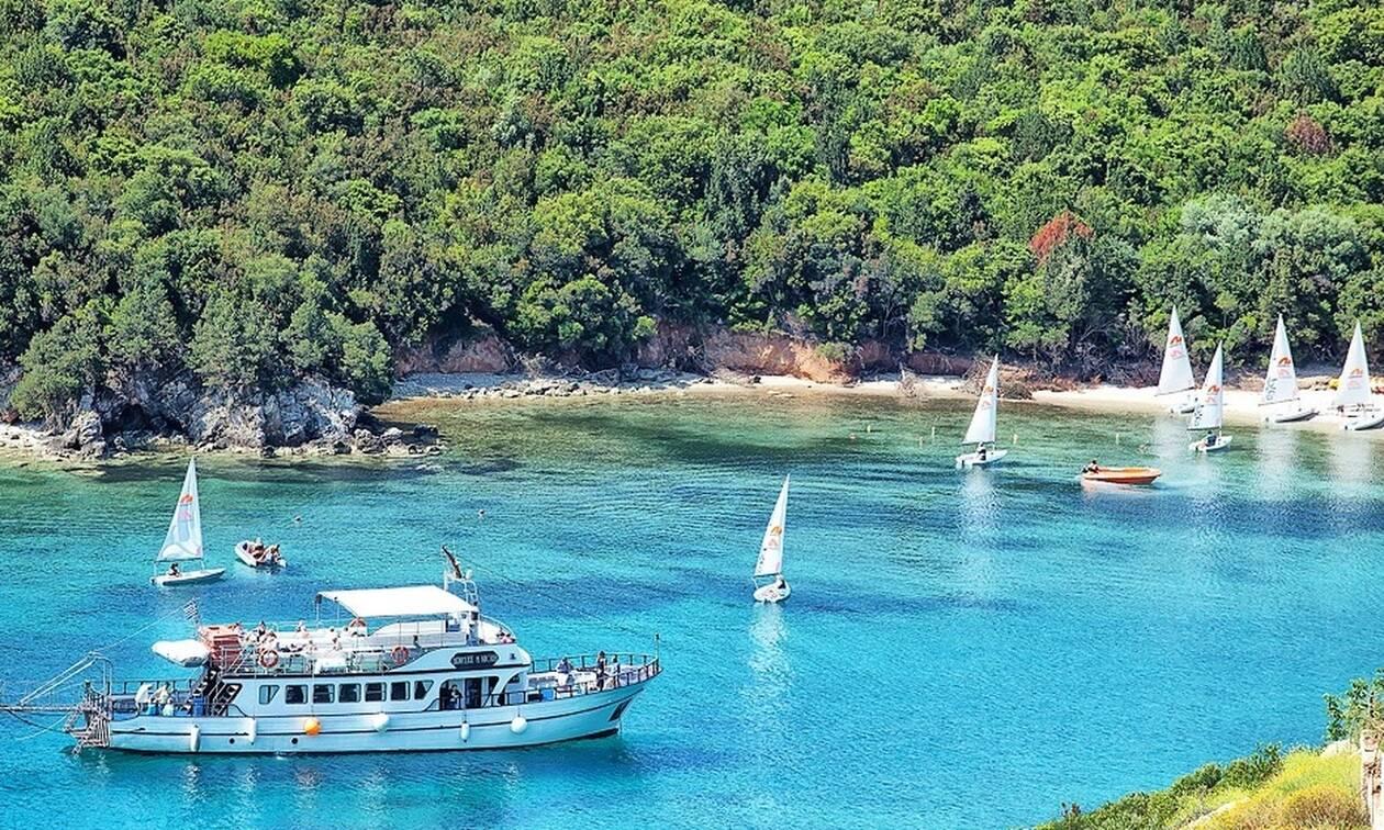 Μαντέψτε που βρίσκεται μια από τις ωραιότερες παραλίες της Ελλάδας! (video+photos)